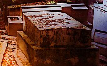 幽暗墓地逃脱小游戏